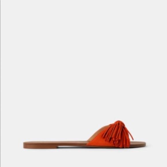 Flat Sandals with Fringe